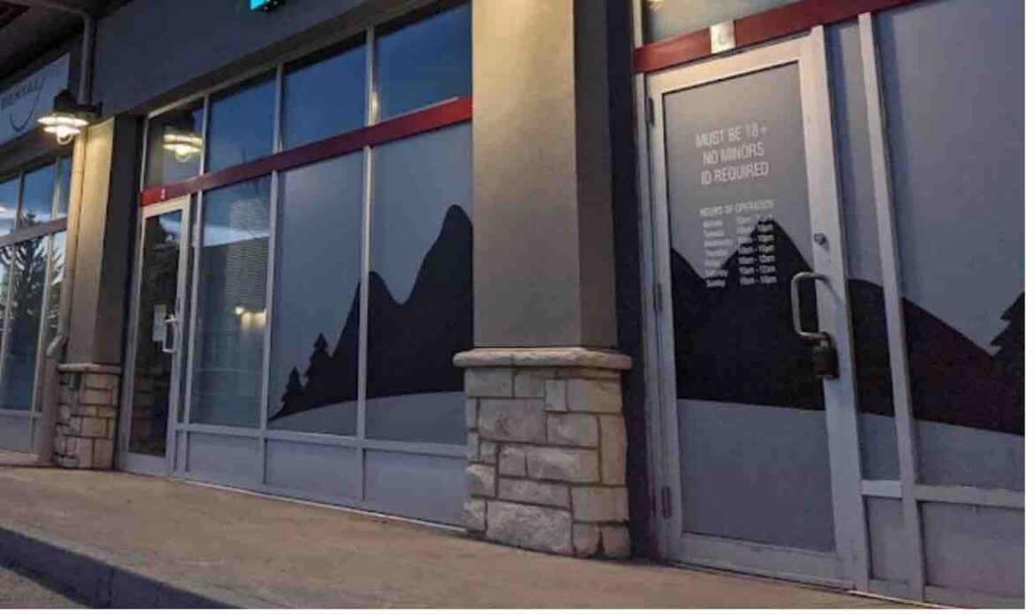 Newest cannabis store robbery reignites calls to change opaque window rules